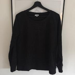 Super fin sweater fra VRS i str. L men passes nok bedst af en M!