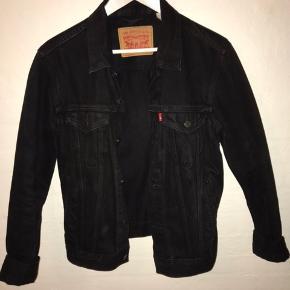 Levi's jakke i str s, næsten aldrig brugt. Købt i london