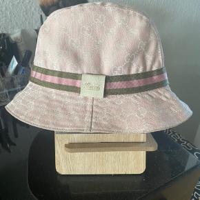 Sælger denne hat, jeg har købt den af en herinde, så har ikke kvittering.  Får den desværre ikke brugt :/
