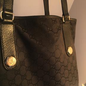 Sælger min smukke Gucci-taske Den er lidt slidt i bunden
