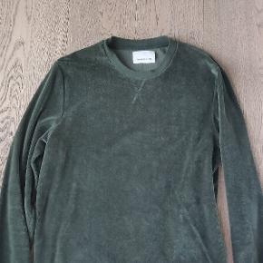 Grøn velour trøje i god stand