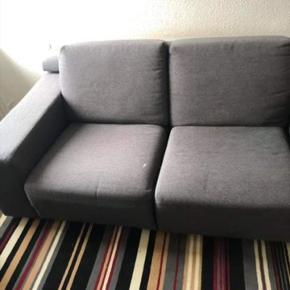 2 personers sofa med lækker hvilefunktion som du kan trække ned fra ryglænet. Skal selv afhentes