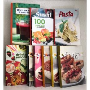 Mangler du inspiration til madlavningen - så er der her 10 bøger med flere hundrede lækre opskrifter! 👩🏼🍳 FOR KUN 50 kr! 🔥  Der er 5 bøger som hver især indeholder: fisk, kød, kager, kylling og supper. 3 bøger som indeholder: drinks, smoothies, juice. Dertil en bog med sushi og en med pasta!   De fremstår alle i pæn stand!