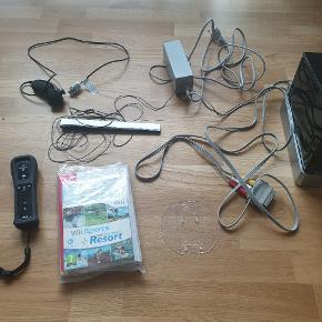 Nintendo Wii inkl. Sport Resort sælges. Er brugt max 5 gange så det er ved at være tid til, at den skal gøre mere glæde andetsteds. Der sælges det der ses på billederne samlet.