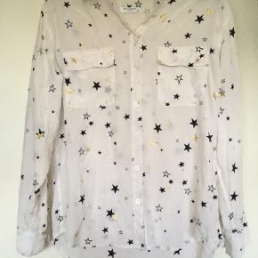 Silk Star Button Up Blouse Shirt. En smule gennemsigtig.