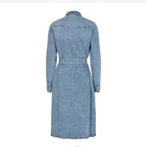Fed kjole fra pieces, brugt en gang. Nypris var 350☺️  Kjolen kan hentes i Aalborg øst eller sendes på købers regning🤩