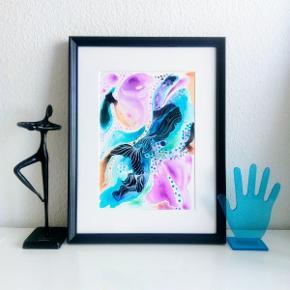 Original abstrakt maleri, malet på A4 yupo papir i sort ramme 40x30cm. Kan vendes både lodret og vandret. Maleriet er malet med akryl, alkohol ink og tegnet med posca tusser. Yupo papir er et syntetisk papir, med silkematte overflader, lavet af polypropylene. Papiret har en helt glat overflade og er syrefrit.