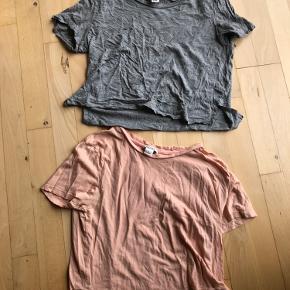 Stortest ubrugte t shorts fra monki i en laksefarvet lyserød og en mørkegrå
