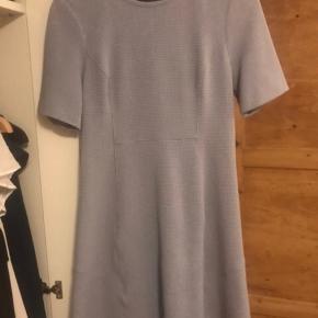 Lyseblå Tommy Hilfiger kjole - str. 6 (S-lille M). Vasket 1 gang.  Nypris: omkring 1000, pris: 120 pp