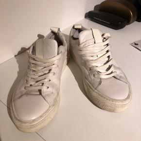 Sneakers i ægte læder.   Sender gerne