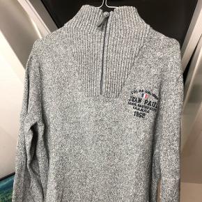Har denne super lækre Jean Paul sweater som jeg ikke længere bruger, den er blevet brugt 5-6 gange, så det er ikke fordi den fremstår super brugt eller noget:) Ny pris var omkring 900kr  Modtager ikke bud under 150kr Sender gerne på købers regning