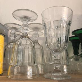 Søde kraftige vinglas fra IKEA minder lidt om krystalglas - 8 styks for 40kr.