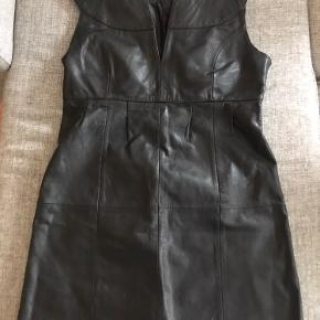 Leather kjole