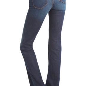 Brugt max 2 gange - som ny! Boot leg jeans. Str. 26. Np 2.200kr. SE OGSÅ MINE MANGE ANDRE ANNONCER 🥰