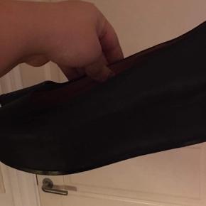 Plateau sko i sort læder.