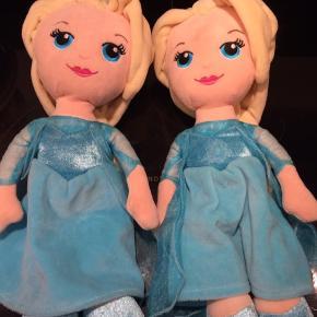2 Elsa bamser meget lidt brugt afhentes i hjerting. Sender ikke. 25 pr stk