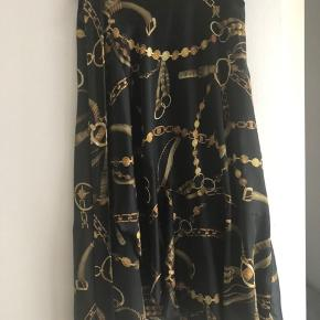 Smukkeste nederdel fra karmamia med flæse. Brugt få gange.   Mindstepris kr. 600,- pp. Via mobilepay ellers tillægges gebyr.