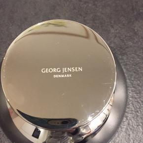 Georg Jensen Manhatten skål i blankpoleret stål. Skålen er aldrig brugt, og står derfor som ny. Diameter: 12cm  Emballage haves ikke længere.