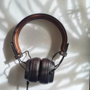 Super fede Marshall Høretelefoner med kabel - altså uden Bluetooth! Sælges kun, fordi jeg har fået en ny mobil, som ikke har aux indgang):