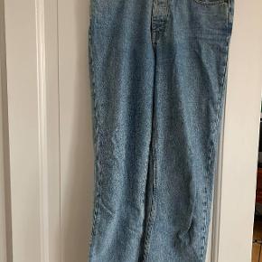 """SamsøeSamsøe """"marianne jeans"""" i str. 29/34  Jeg kan desværre ikke passe dem længere, derfor kan jeg ikke sende et billede af mig med dem på, men det er modellen som ses på det første billede, i farven på de efterfølgende   Skriv gerne med bud eller spørgsmål ☺️"""
