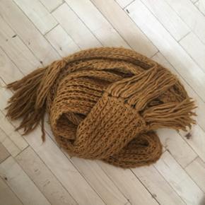 Karrygult halstørklæde