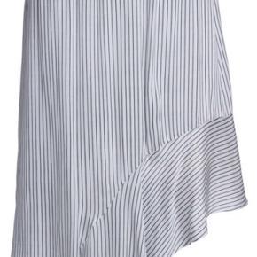 Fin nederdel - aldrig brugt