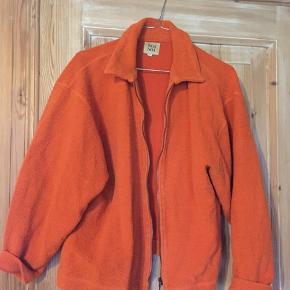Fed gammel jakke fra Noa Noa! Købt på genbrug, men fejler intet! Det er en str. 1, men vil sige den passer en S/M!