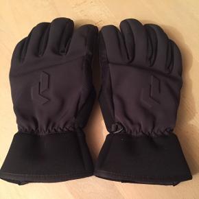 Fede handsker fra Peak Perfomance. Handskerne er alt for store til mig, så de er kun blevet brugt en gang. Størrelsen hedder 8. BYD endelig.Brugt som skihandsker.