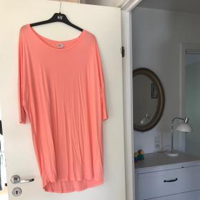 Flot overdel/kjole i lækkert blødt stof