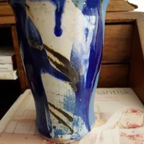 Lækker keramik vase af Gitte Hadrup. Højde: 17 cm