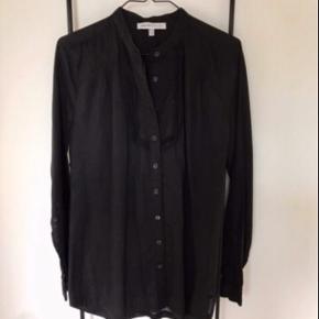 Super lækker skjorte fra See By Chloé i en eksklusiv og lækker bomuld.  Desværre købt for lille Fr str 38 - dansk XS / S str 34 - 36
