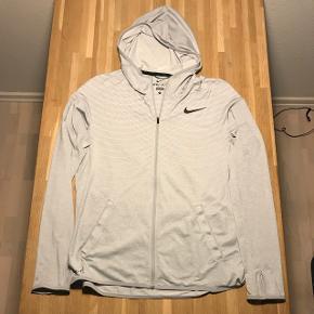 Nike Dri-Fit Ny prisen var 1000kr  Kom med et bud.   Kig også mine mange andre annoncer. Giver mængde rabat ved flere køb.   Prisen er inkl. fragt📦🇩🇰🤝