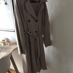Fantastisk flot frakke med mange fine detaljer.  Aldrig brugt!