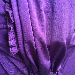 Den perfekte slå-om-kjole, med et flot fald og en fantastisk farve.