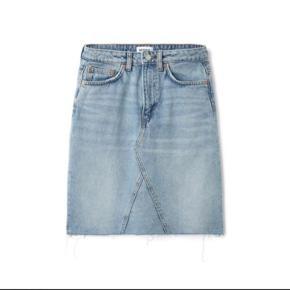 Decon Sring Blue Skirt fra Weekday. Brugt 2 gange og fremstår som ny.   Størrelse: Xs   Np: 375 kr.
