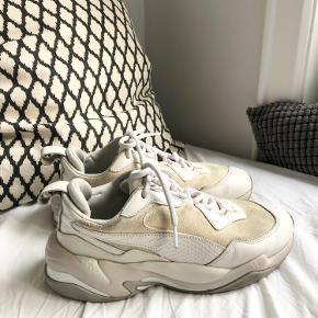 Puma thunder desert.  Str.38, men fitter lidt stort.  Skoen er brugt, men har stadig noget brug tilbage. Slidt i hælen indvendig i skoen 😊