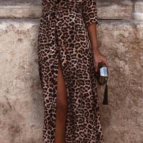 Leopard skjortekjole. Klassisk og trendy