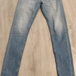 Hej!😁 Sælger disse tiger og Sweden jeans I størrelse 28/34 da jeg desværre ikke kan passe dem længere. Kun brugt lidt så de er næsten som nye. Bud er velkomne. Nypris: 1200kr Mp: 450kr