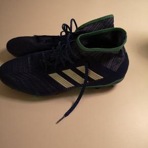 Hej derude.. Så er det snart til ny fodboldsæson, derfor vælger jeg at sælge mine støvler da jeg har købt nye. De er brugt max 10 gangen  Modellen hedder adidas predator FG 13.2 ny pris 800