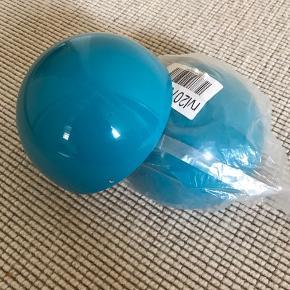 2 stk nye Verner Panton Flowerpot VP1 underskåle sælges  Turkis blå Ø 12 cm  Pris for begge : 300 kr + evt porto Befinder sig i 6800 Varde