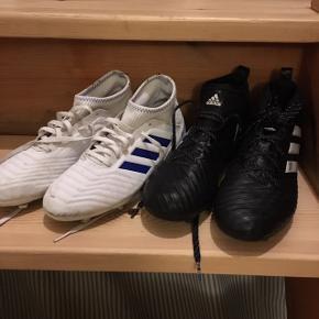 2 par fodbold støvler sælges. Det hvide par mærket Predator str 38. 23.5. Adidas sorte str 39.1/3. 24 cm Begge par gmb Vasket og imprægneret. Det hvide par: 100kr Det sorte par: 200kr
