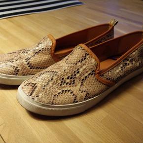Fede loafers med slangeskindsprint. Har også nogle der ligner i sorte - se min shop