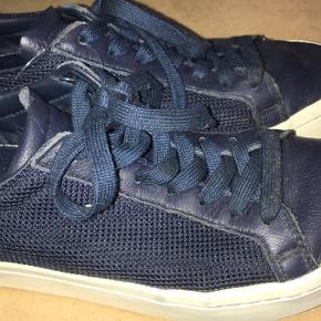 Sælger disse Adidas sneakers, da jeg ikke får dem brugt. De er i rigtig god stand, BYD! Str. 38:)