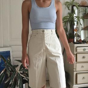 Flotte højtaljede sandfarvede shorts fra mærket bianca. -tjek min profil ud-