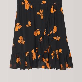 Sælger min Ganni nederdel som fremstår som ny