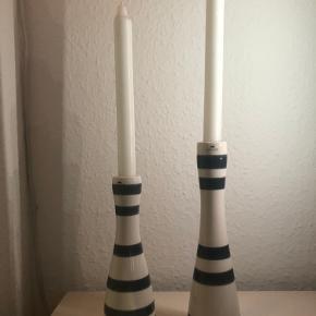 Kähler- Omaggio lysestager, mørkegrå  Den store kostede 250 kr for ny- 200x65 mm Den lille kostede 200 kr for ny- 160x55 mm