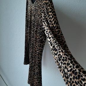 Fin vintage leopard bluse med burnout-fløjl.