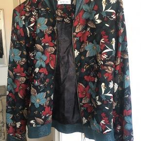 Smuk jakke med mønster