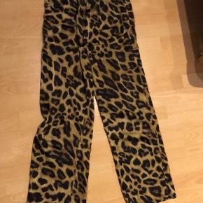 Sælger disse super lækre neo noir bukser:)