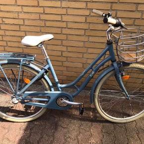 """Cykel 26"""" med 3 gear som slet ikke er brugt. Nypris er 3000 kr. Den er købt i thansen og kvitteringen haves. Prisen kan forhandles"""